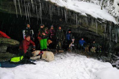 Dog Treking psieEgo Grota Komonieckiego zdobyta zimą.